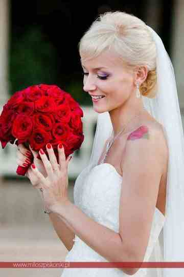 różowy makijaż czarny